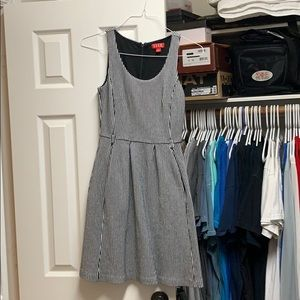 Perfect dress for date night or work